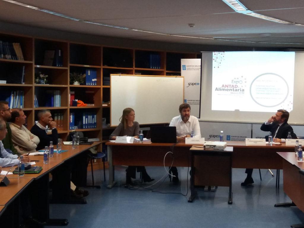 Representantes del Igape y de la Cámara de Comercio de A Coruña presentan a las empresas gallegas la convocatoria de participación en la Feria Expo Antad & Alimentaria que se celebrará en México en marzo de 2019.