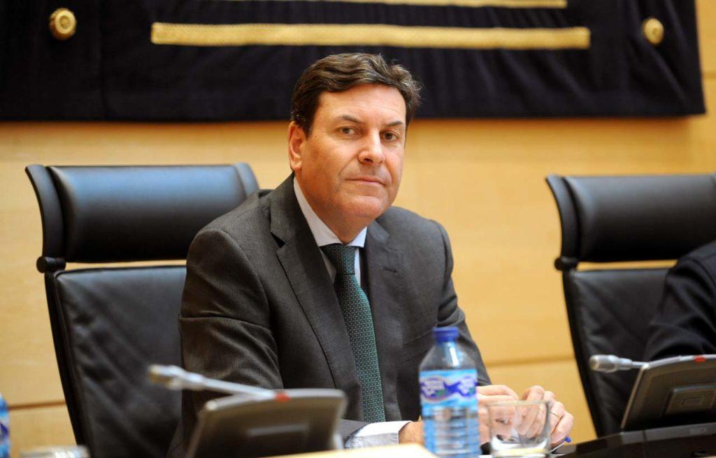 El consejero de Empleo, Carlos Fernández Carriedo, explicó los datos en las Cortes.
