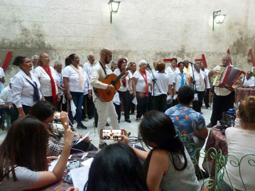 La Cantada d´'Havaneres estuvo a cargo del grupo 'Veus d´Ultramar' que dirige Roberto Borrego.