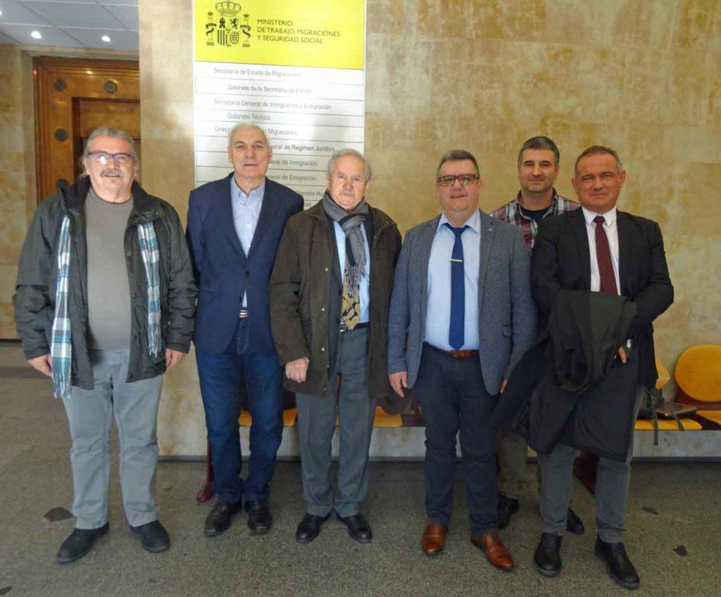 Directivos de la Confederación con José María Oliver (tercero por la izquierda).