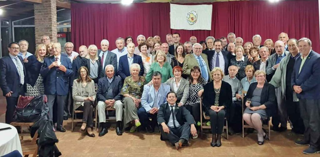 Miembros de la FIEU y directivos junto a las autoridades que acudieron al acto.