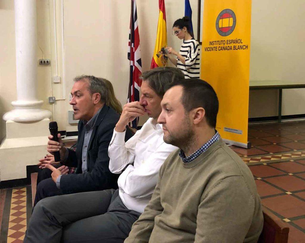 Intervención de Agustín Torres en un momento del encuentro.