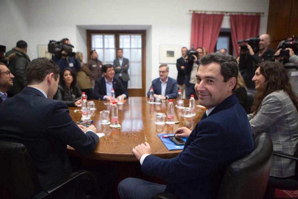 Juan Manuel Moreno (en primer término) se perfila como el presidente de la Junta.