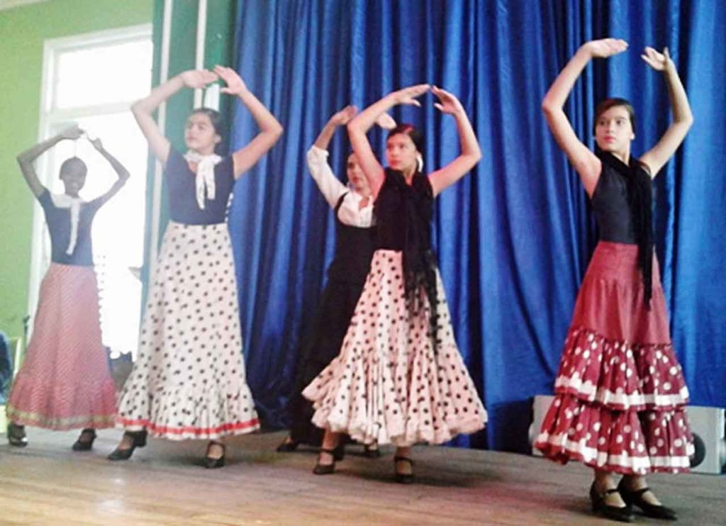 Alumnas de la Escuela de Baile del Centro Andaluz de La Habana.