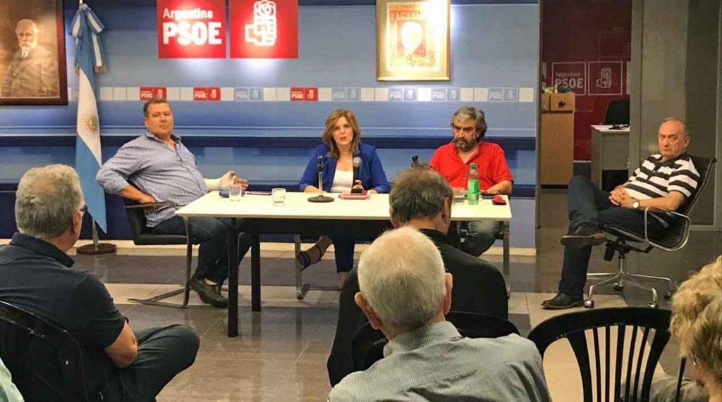 La responsable del PSOE en el exterior durante su encuentro con afiliados y simpatizantes en Buenos Aires.