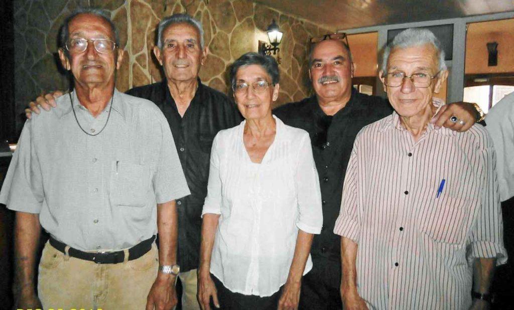 En la primera fila los hermanos Manuel y Mª del Carmen Basabe del Val, y Gerardo Ortega Mendibur. Detrás los presidentes Andrés Liaño y Reinaldo Rojas.