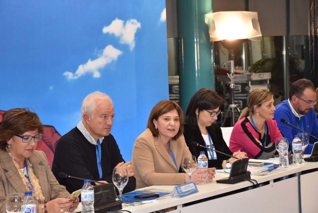 Un momento de la intervención de la presidenta del PP-CV, Isabel Bonig.