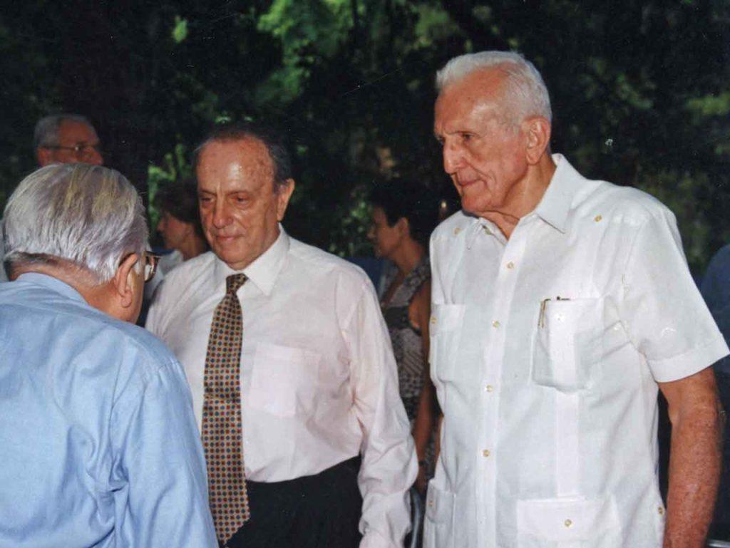 José Ramón 'Gallego' Fernández, derecha, con Manuel Fraga en el viaje que hizo a Cuba el político gallego en 1998.