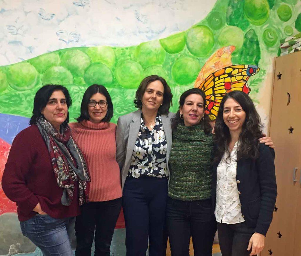 Elena Gento, segunda por la izquierda, con el resto de la directiva de 2SonMás.