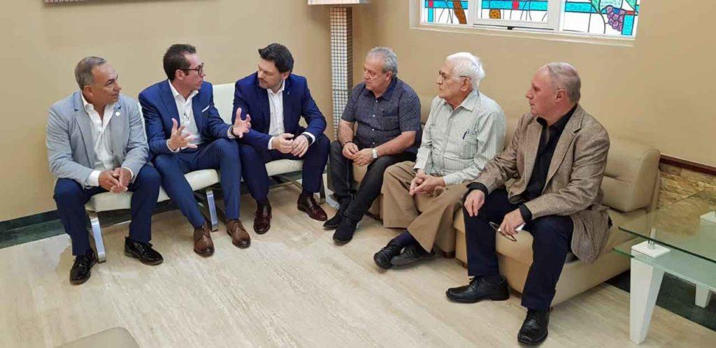 Rodríguez Miranda, tercero por la izquierda, con directivos de las entidades gallegas en Venezuela.