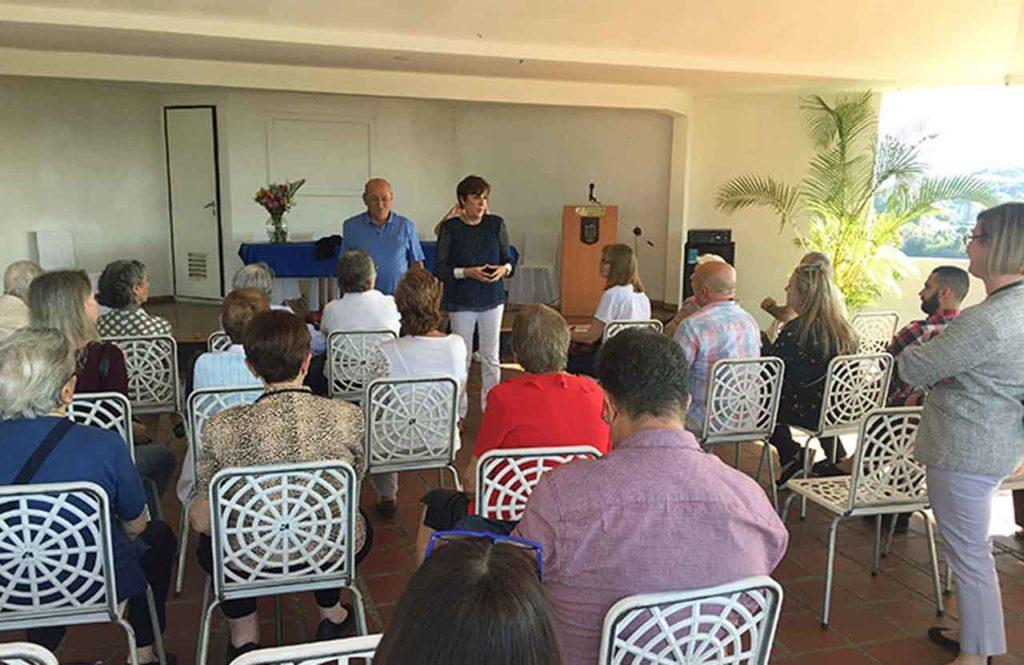 Begoña Serrano explicó los programas de ayudas del Principado en el Centro Asturiano de Caracas.