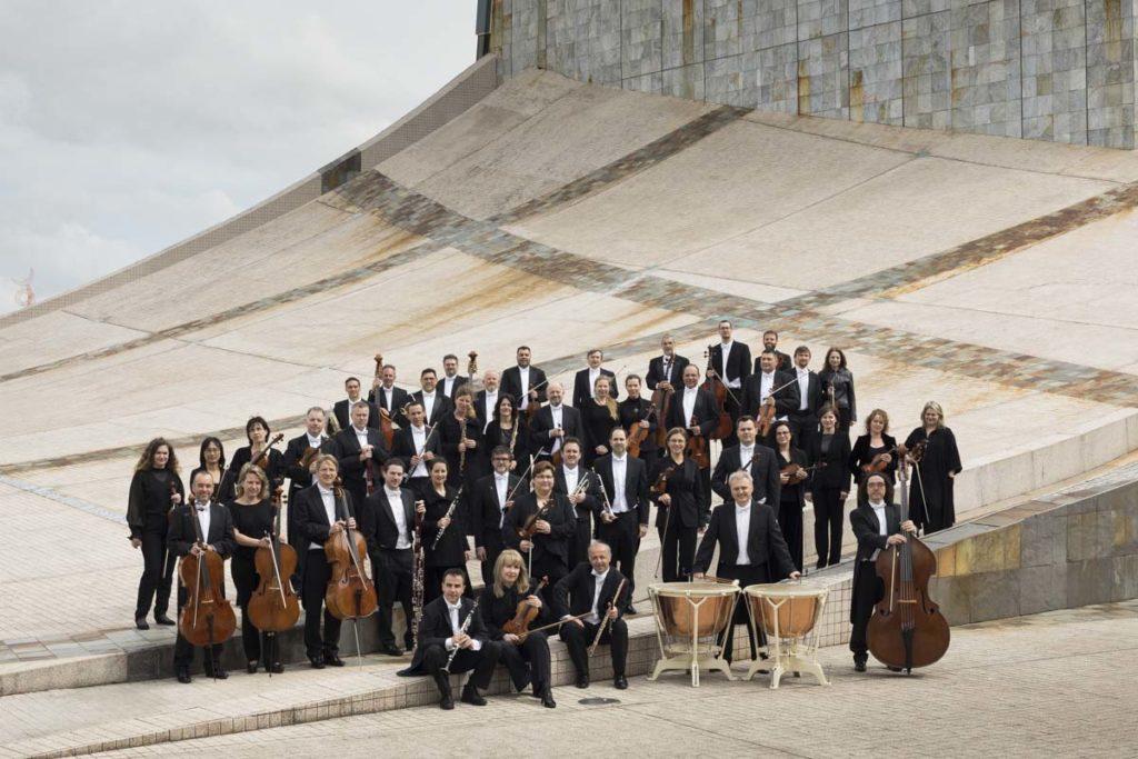 Los componentes de la Real Filharmonía de Galicia.