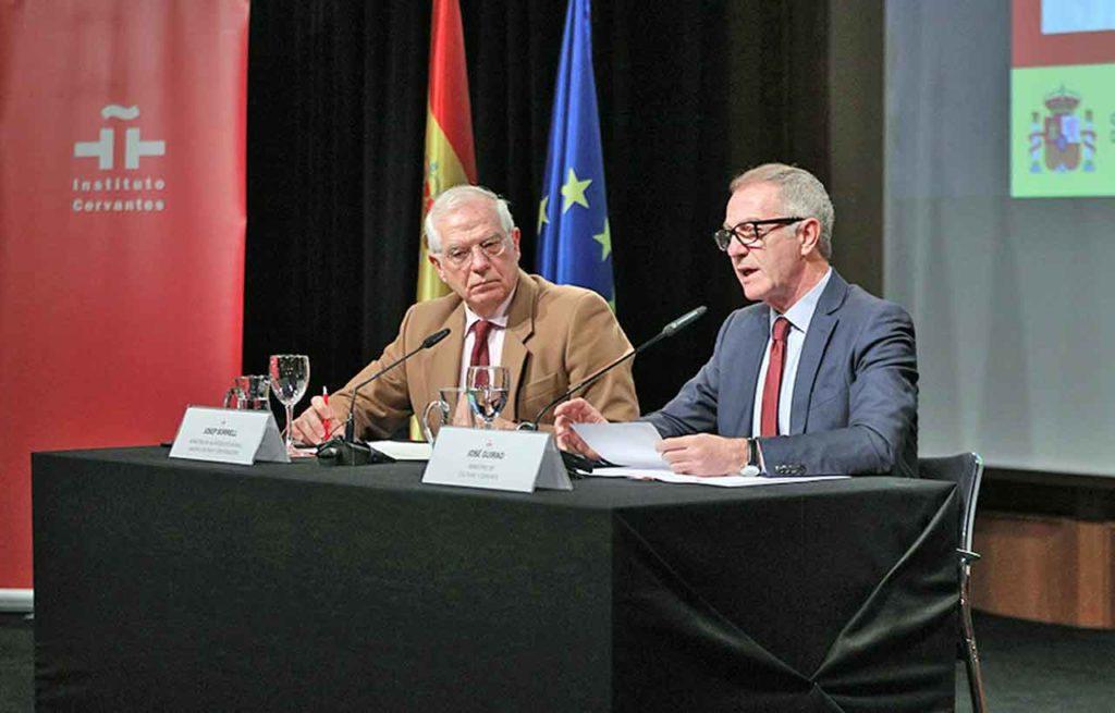 Josep Borrell y José Guirao durante la presentación del PACE.