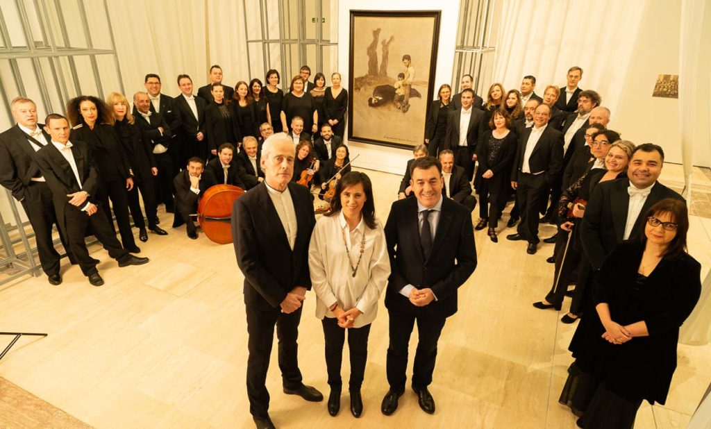 El conselleiro de Cultura e Turismo, Román Rodríguez, asistió al recital, cuyo programa fue escogido expresamente por el director de la RFG, Paul Daniel.