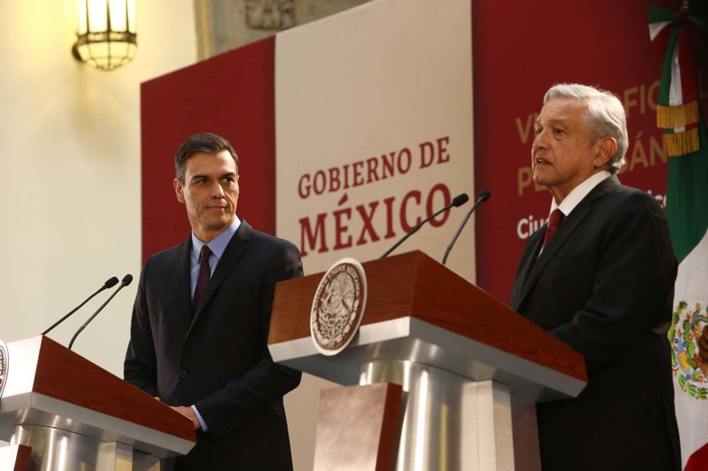 El presidente del Gobierno, Pedro Sánchez, y el presidente de México, Andrés Manuel López Obrador, durante la conferencia de prensa conjunta que ofrecieron tras su reunión.