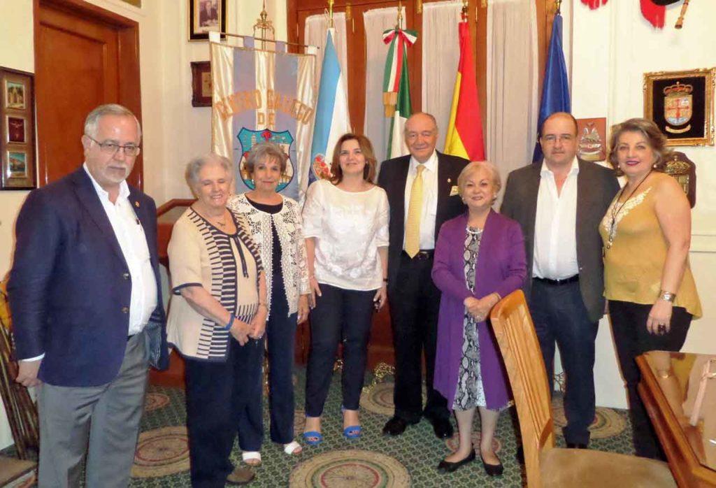 Pilar Cancela, cuarta por la izquierda, con los miembros del CRE de México D. F.