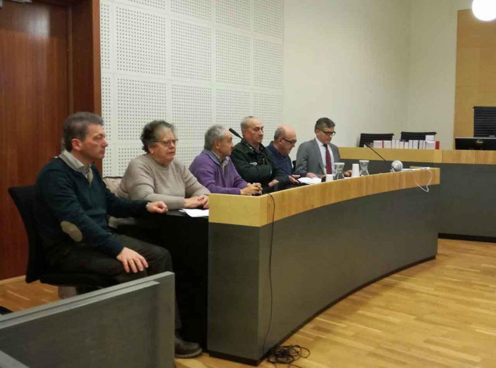 Miembros de Long Hope en el juicio celebrado en Oslo.