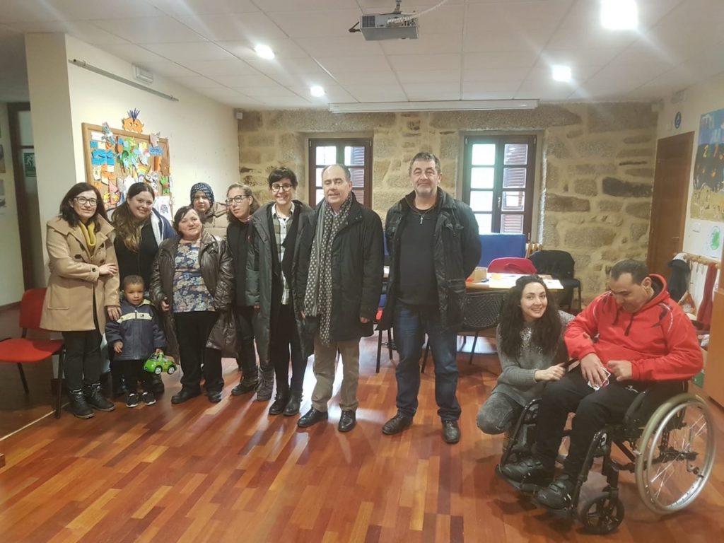 El director xeral de Inclusión Social, Arturo Parrado (centro), visitó las instalaciones del Centro de Desarrollo Rural (CDR) Portas Abertas.