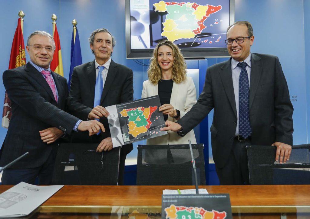 Alicia García presentó los datos acompañada de otros responsables de su departamento.