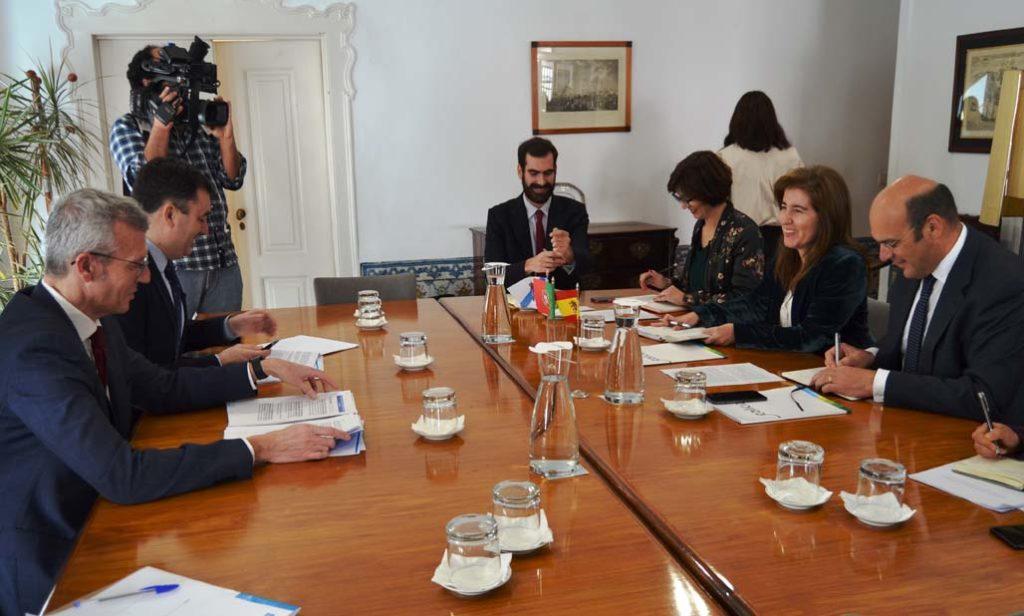 Rueda y Rodríguez (izq.) en la reunión con el ministro Pedro Siza y otros dirigentes.