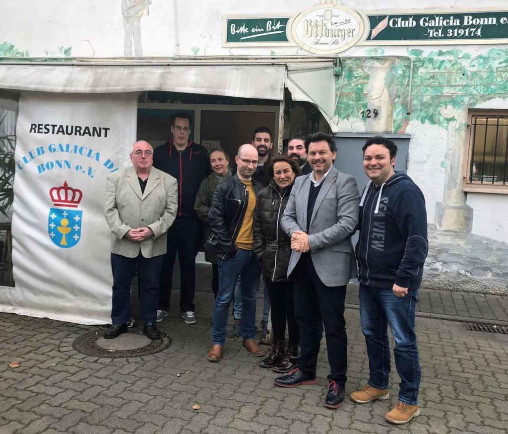 El secretario da Emigración con representantes de los centros gallegos en Alemania.