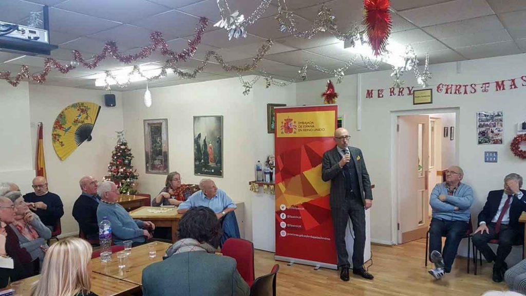 Acto informativo para emigrantes mayores organizado por la Embajada en el Centro Social Miguel de Cervantes de Londres.