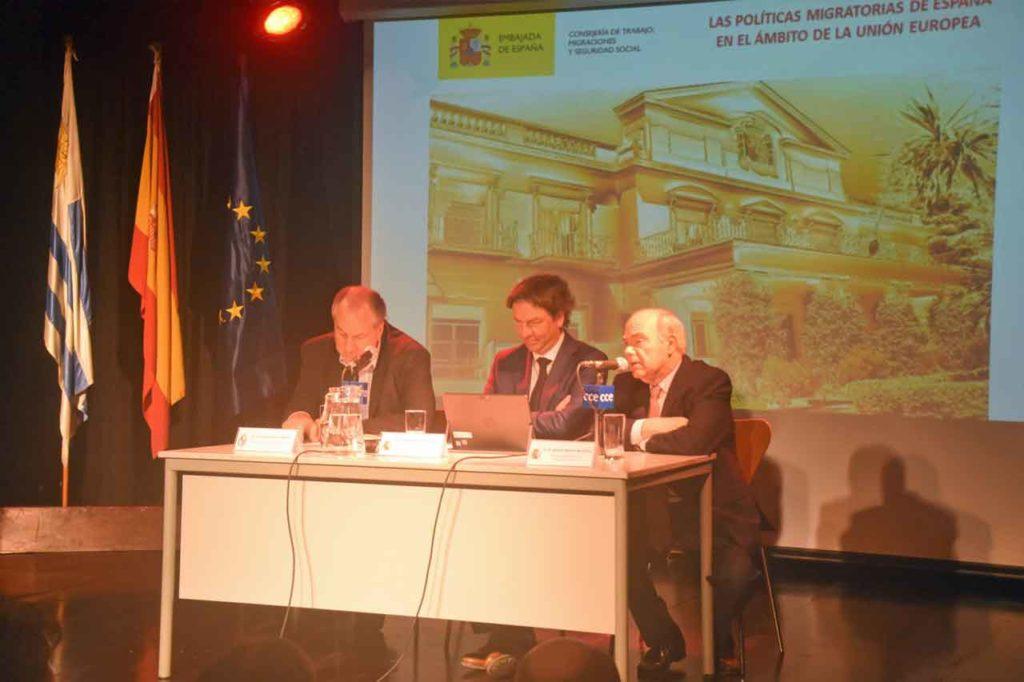 Ernesto Murro, José Alarcón e Ignacia Aguirre de Cárcer durante la conferencia.