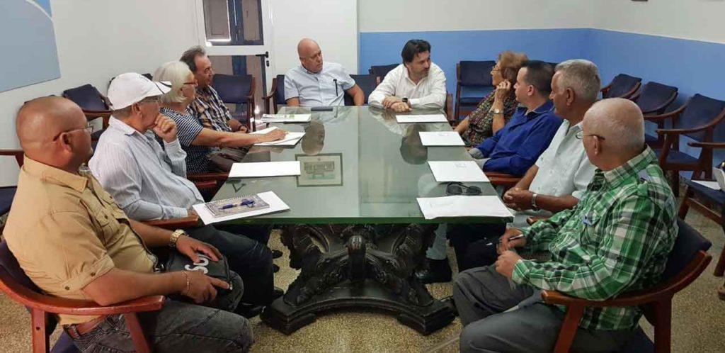 Encuentro con directivos de entidades gallegas en Cuba.