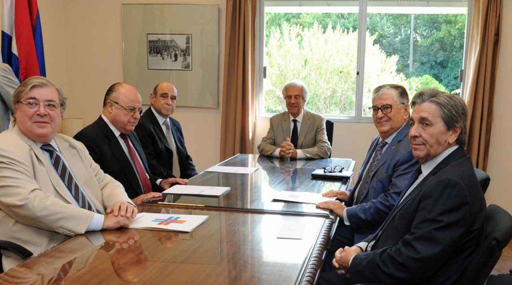 Julio Martínez, Alberto Iglesias, José E. Sienra, Tabaré Vázquez y Gerardo García.