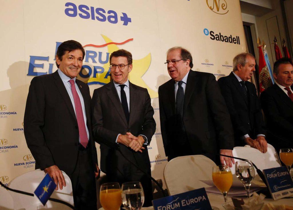Los presidentes de Asturias, Javier Fernández; Galicia, Alberto Núñez Feijóo; y Castilla y León, Juan Vicente Herrera; en el acto.