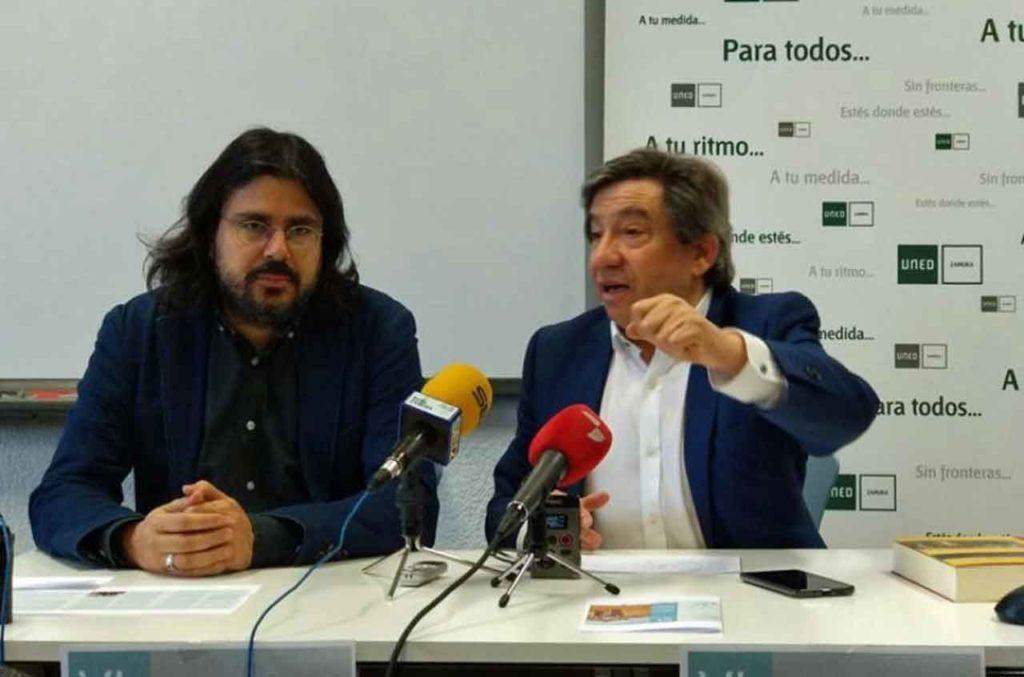 Juan Andrés Blanco, derecha, durante la presentación.