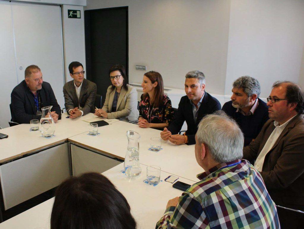 Ana Vázquez y Andrea Levy en la reunión.