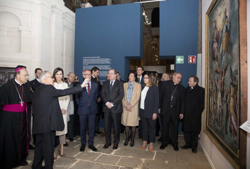 El presidente de la Junta, Juan Vicente Herrera,acompañó a la Reina Letizia durante su recorrido por la muestra.