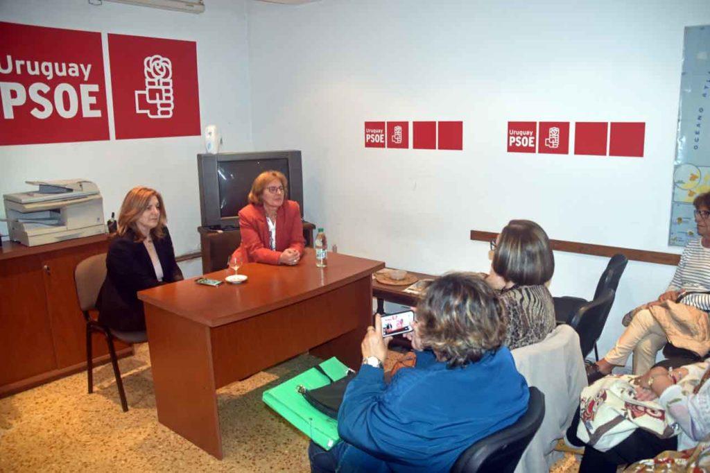 Vicenta González, derecha, presentó a al diputada Pilar Cancela.