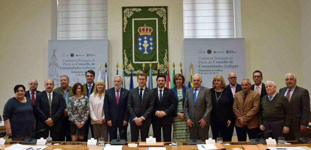 Foto de familia de los asistentes a la reunión.