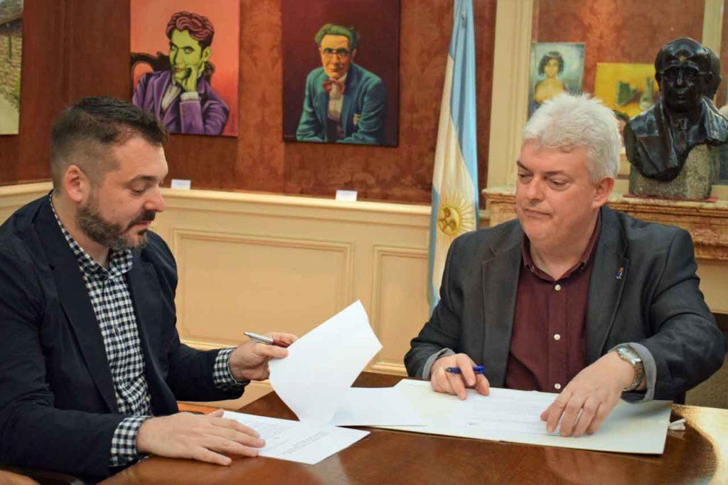 Diego Martínez Duro y Xosé Manoel Núñez Seixas firmaron el convenio.