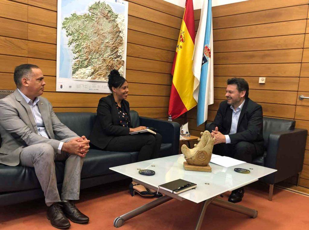 Antonio Rodríguez Miranda, derecha, se reunió con Yahima Martínez Millán.