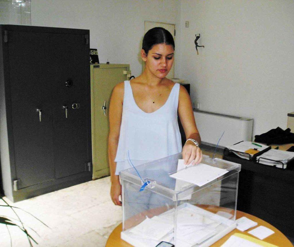 María Fernanda Gárciga, nieta de emigrantes, es la primera vez que vota.
