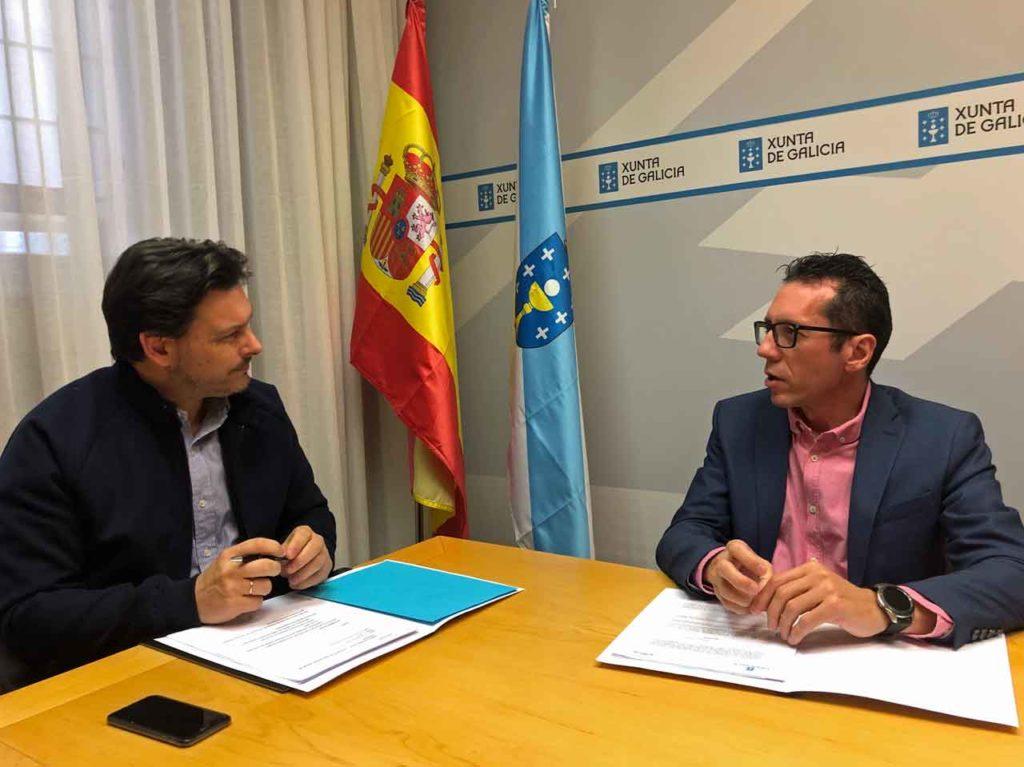 El secretario xeral da Emigración y Roberto González.