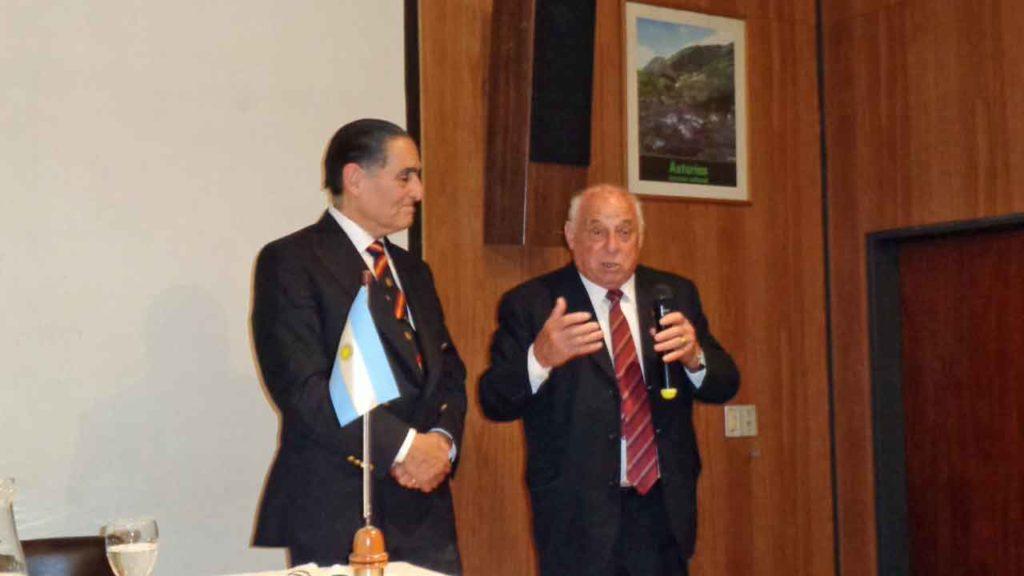 Gustavo Ramos y Justino Nava Vega, presidente del Consejo de Residentes Españoles (CRE) de la demarcación consular de Córdoba y titular de Casa de España.
