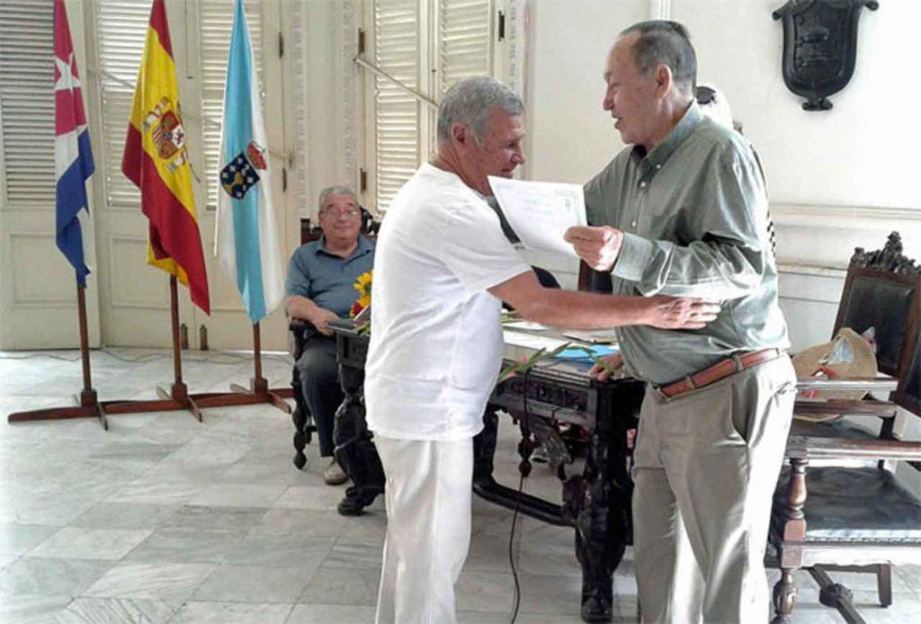 El asociado cincuentenario Raúl Oscar Mocelo fue uno de los galardonados.