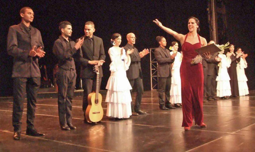 La directora artística del Festival 'La Huella de España' recibió la Medalla de Honor al Mérito de la FAAC.