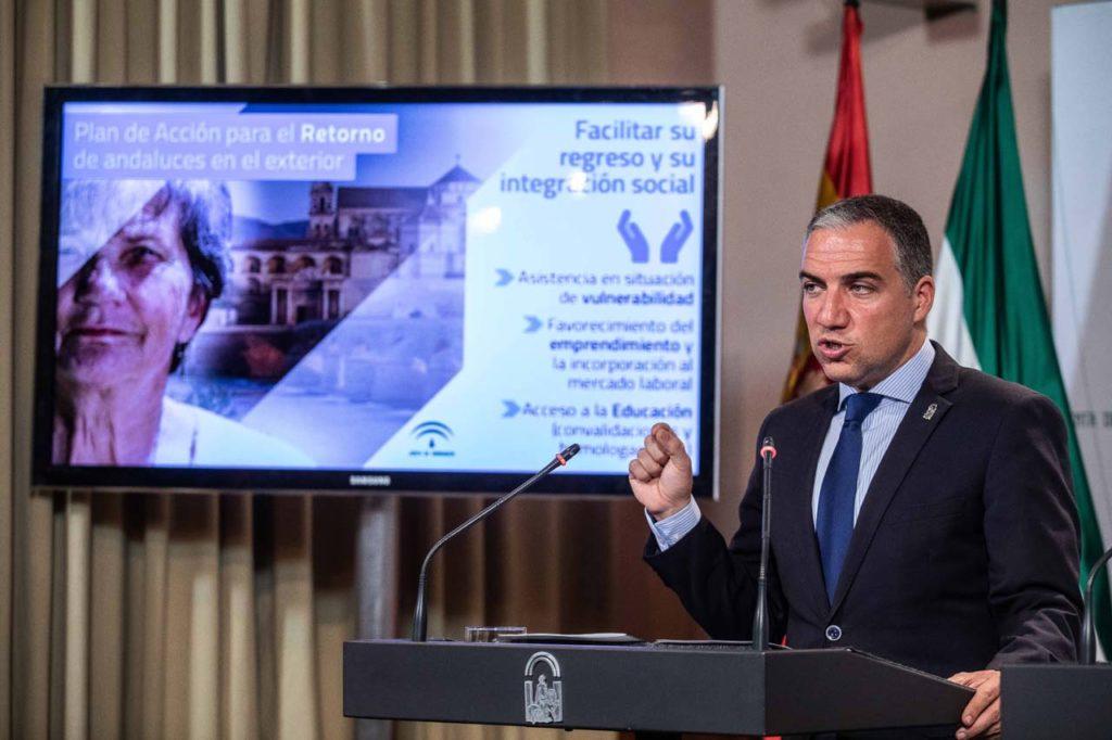 El consejero de la Presidencia, Administración Pública e Interior, Elías Bendodo, explicó la medida en la rueda de prensa tras el Consejo de Gobierno.