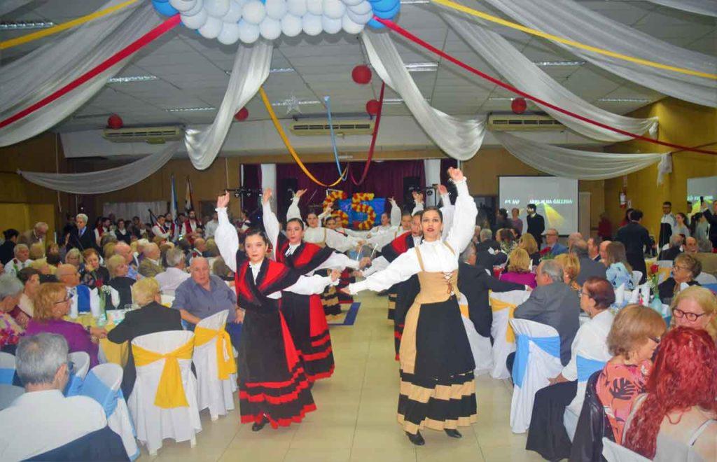 Actuación de cuerpo de baile de Alma Gallega.