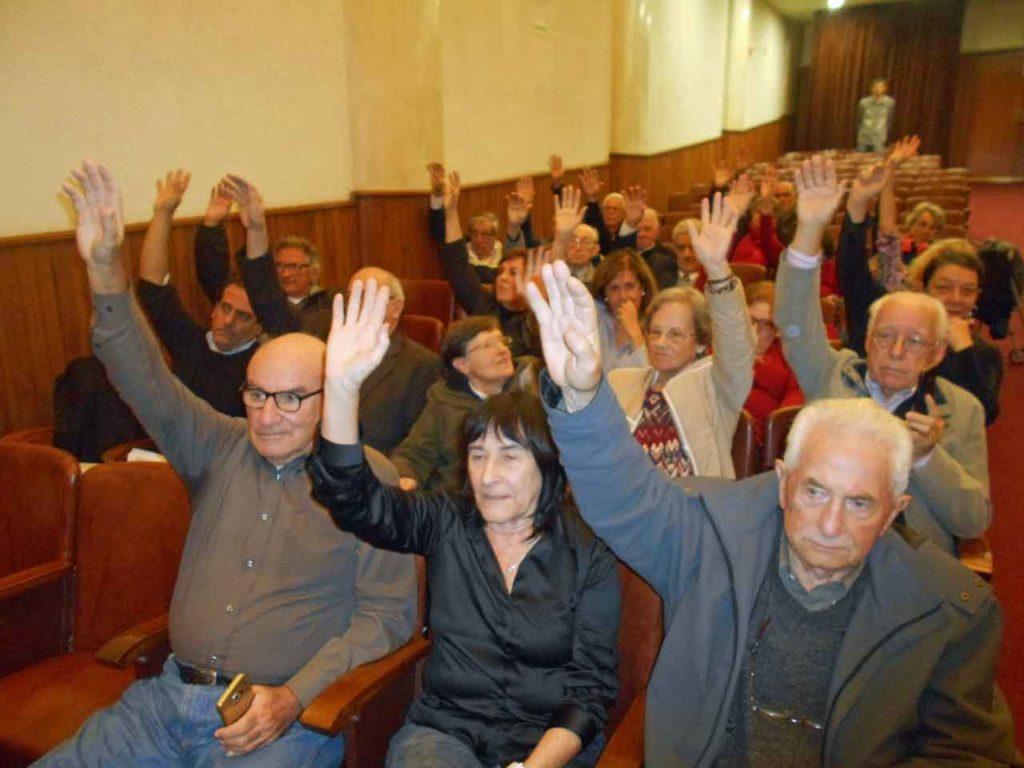 Los representantes de los socios votaron la suspensión de la asamblea hasta el próximo 21 de mayo.