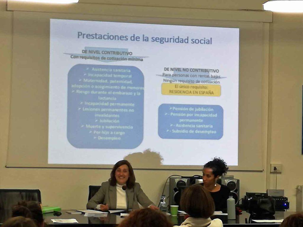 Elena Perela, de la Consejería de Trabajo, y Ana Álvarez, presidenta del CRE de Génova.
