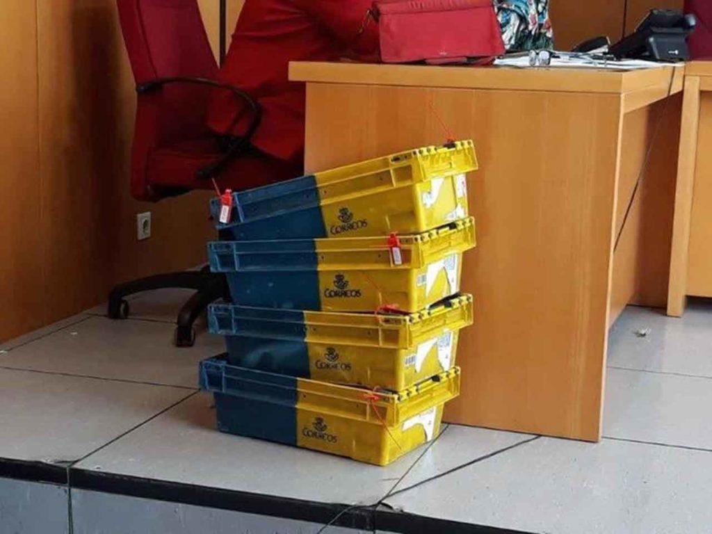Foto de las cajas llenas de votos que no fueron contabilizados en Melilla.