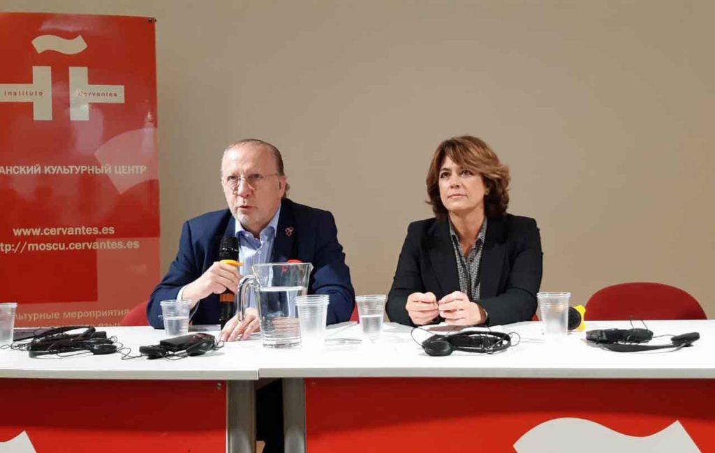 El embajador español en Moscú, Fernando Valderrama, y la ministra Dolores Delgado.