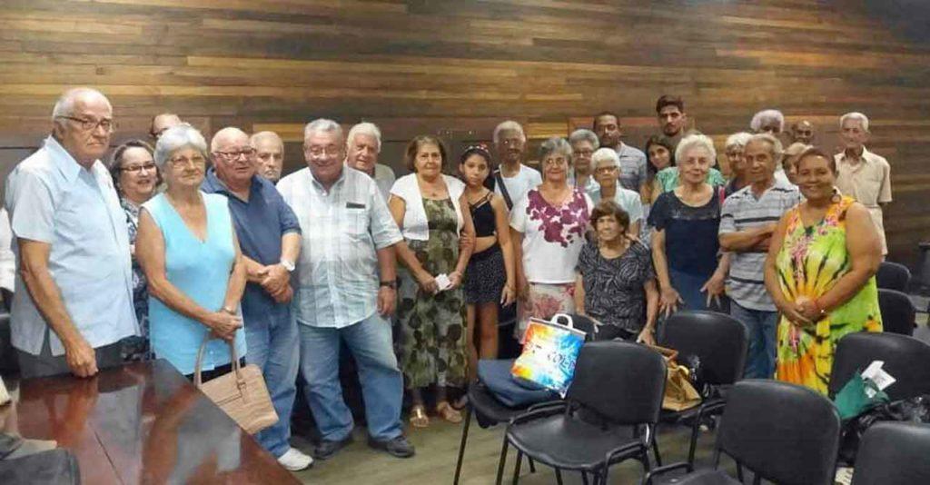 Socios del Círculo Salense con su presidente, Nelson Fernández (tercero izquierda).