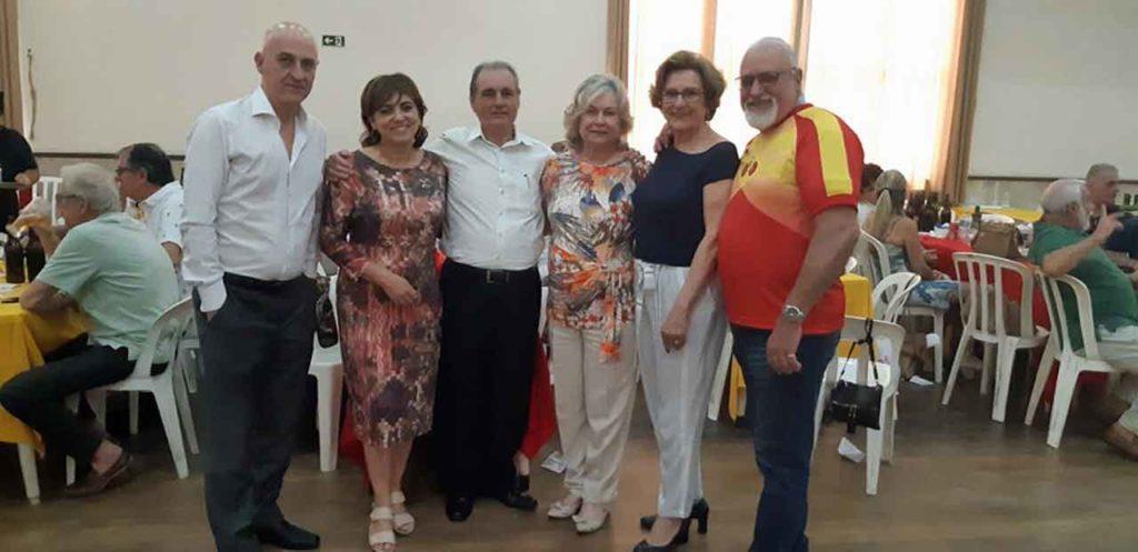 Ana María Serrano Oltra, segunda por la derecha, con autoridades españolas y directivos de las entidades.